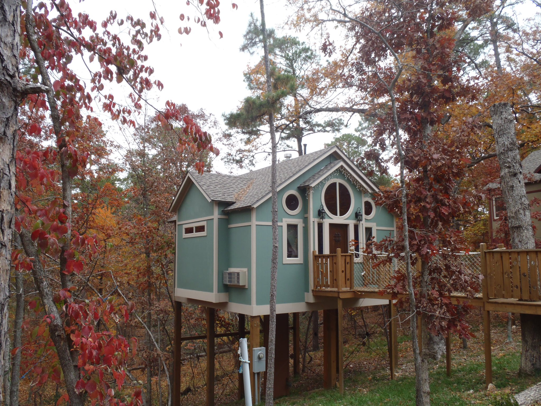 awesome eureka springs cedar treehouse of picture shade cottages cottage